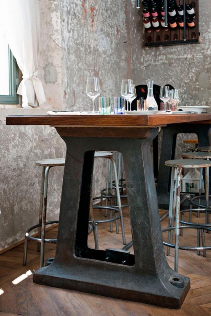 Mesas con mucho encanto 13 ideas para combinar hierro y - Mesas de cocina madera rustica ...