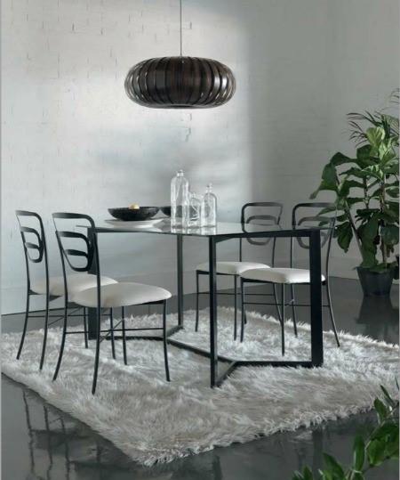 Como decorar tu comedor con mesas de forja forja hispalense for Decorar una mesa de comedor de cristal