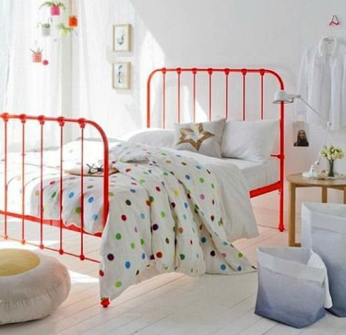 cama de forja roja