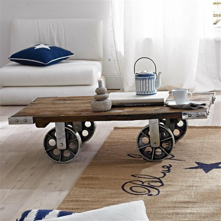 Mesas con mucho encanto 13 ideas para combinar hierro y for Ruedas industriales antiguas para muebles