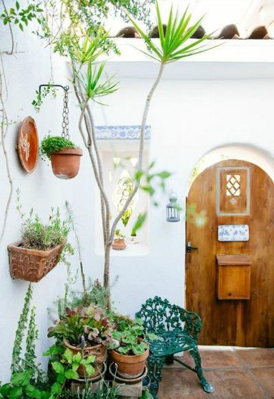 Muebles de jard n de forja para patios r sticos for Decoracion jardines exteriores rusticos