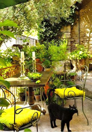 Sillas de jard n para terrazas r sticas forja hispalense for Jardin al aire libre de madera deco